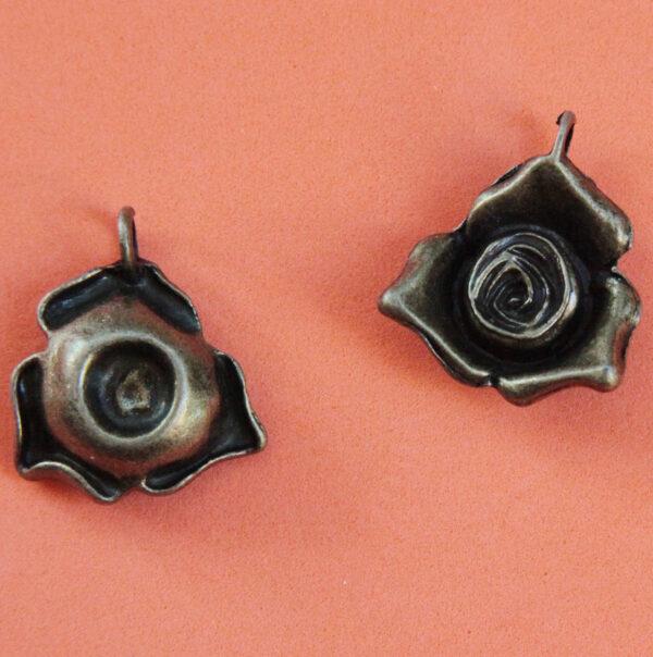 1 CHARM CIONDOLO rosa ciondoli rose COLOR BRONZO CHARMS PENDENTI fiori fiore