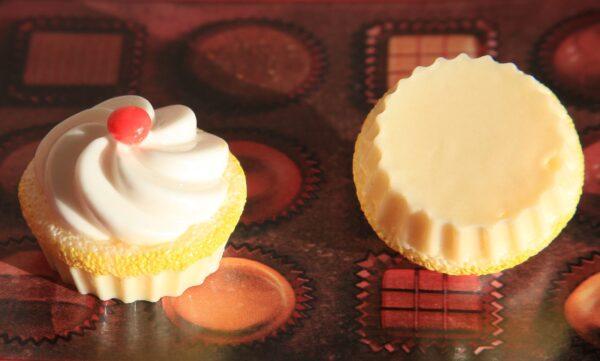 2 CABOCHON CAMEO DOLCETTO IN RESINA CAMMEO DOLCE KAWAII PANNA E CILIEGINA CAKE