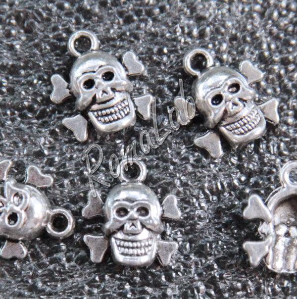 8 ciondoli teschi in ARGENTO TIBETANO CHARM CIONDOLO charms PENDENTE Skull 301994667516