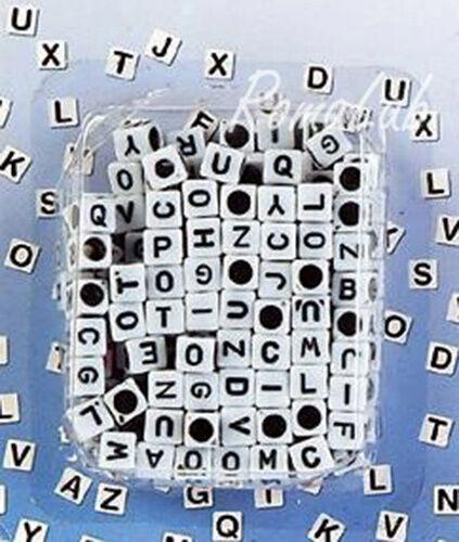 200 PERLE PERLINE DA 7 MM quadrate IN PLASTICA bianche lettere iniziali cuori 301083148507
