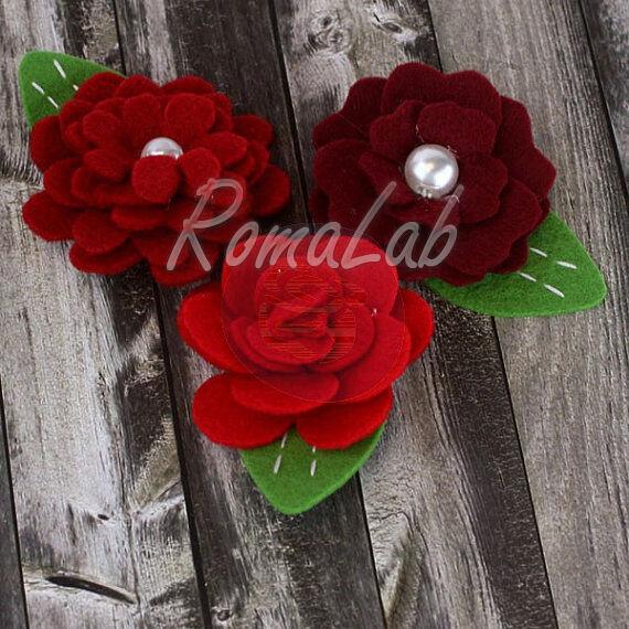 3 ABBELLIMENTI DECORAZIONI ORNAMENTI x SCRAPBOOKING rose in feltro stoffa rosse 301472346399